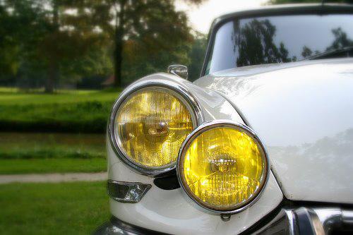 Gele koplampen