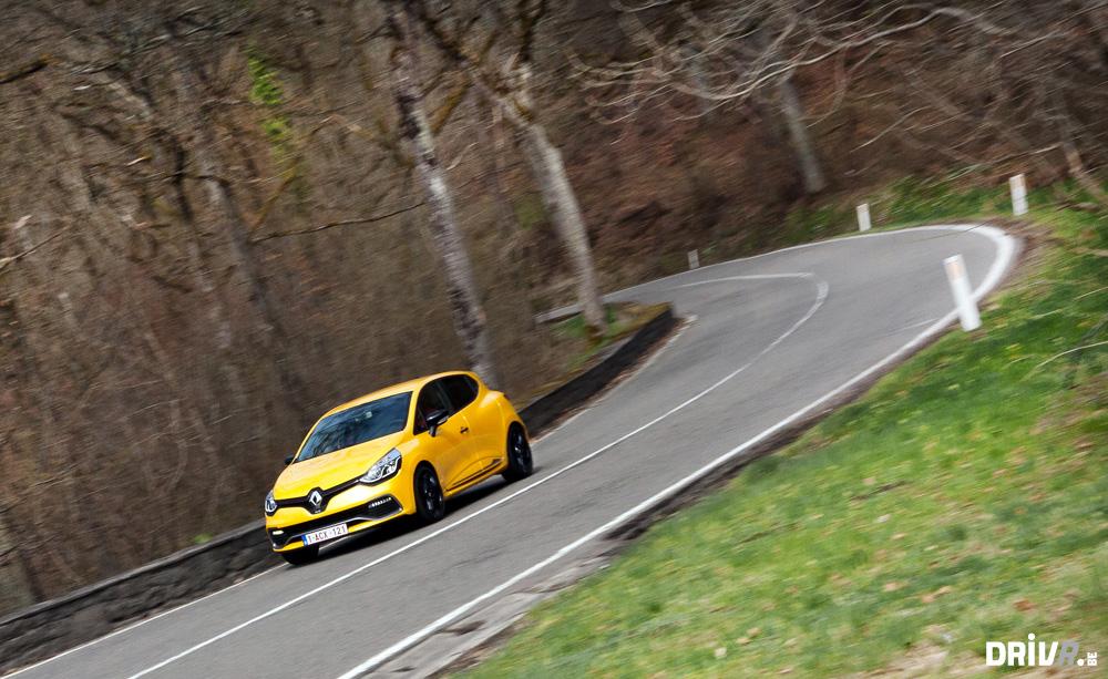 2013 Nissan Juke Nismo vs Renault Clio RS EDC 02