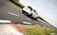 2013-Nissan-Juke-Nismo-vs-Renault-Clio-RS-EDC-09