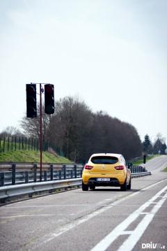 2013-Nissan-Juke-Nismo-vs-Renault-Clio-RS-EDC-15