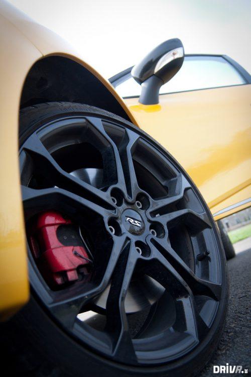 2013-Nissan-Juke-Nismo-vs-Renault-Clio-RS-EDC-25