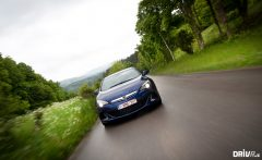 2013_opel_astra_opc_vs_renault_megane_rs_265_cup_02