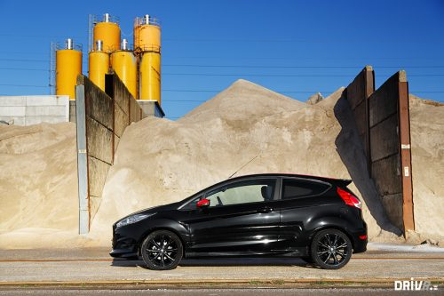 2015_ford_fiesta_black_edition_01