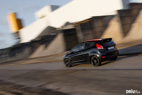 2015_ford_fiesta_black_edition_13