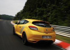 Renault-Megane_RS_275_Trophy_2015_1024x768_wallpaper_12