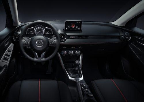 Mazda2_2015_interior_6
