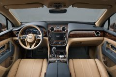 2016_Bentley_Bentayga_03