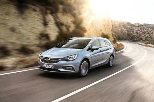 2016_Opel_AstraSportTourer_02