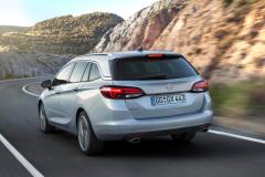 2016_Opel_AstraSportTourer_03