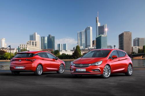 2016_Opel_Astra_01