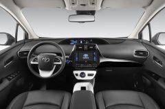 2016_Toyota_Prius_02