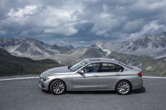 BMW-330e-003