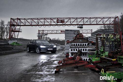 BMW_750i_exterior_4b