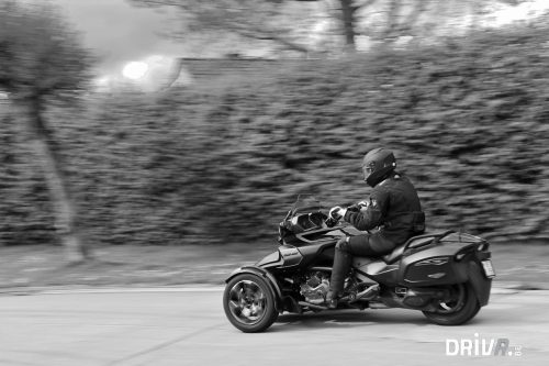 Can_Am_Spyder_Driving_1