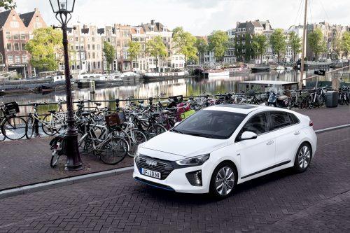 Hyundai IONIQ Hybrid (1)