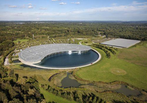 Het McLaren Technology Center in Woking