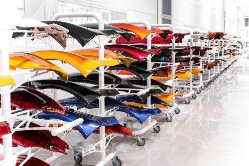 Kleurtje kiezen? Alle kleuren, van standaard tot op vraag van klant, worden door elkaar verwerkt.