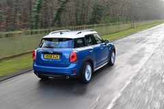 P90245898_highRes_mini-cooper-s-countr