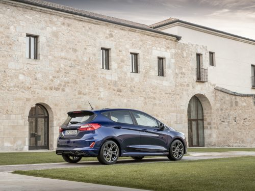 2017_Ford_Fiesta_ST-Line_Deep_Impact_Blue_003