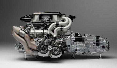 Bugatti-Chiron-Engine-and-Gearbox-1-4-M5885-00004-1200x700