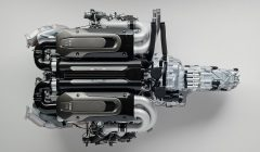 Bugatti-Chiron-Engine-and-Gearbox-1-4-M5885-00005-1200x700