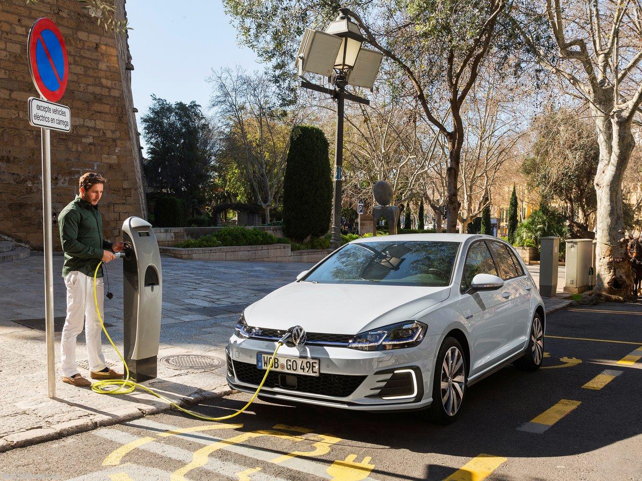 Volkswagen-Golf_GTE-2017-1280-06