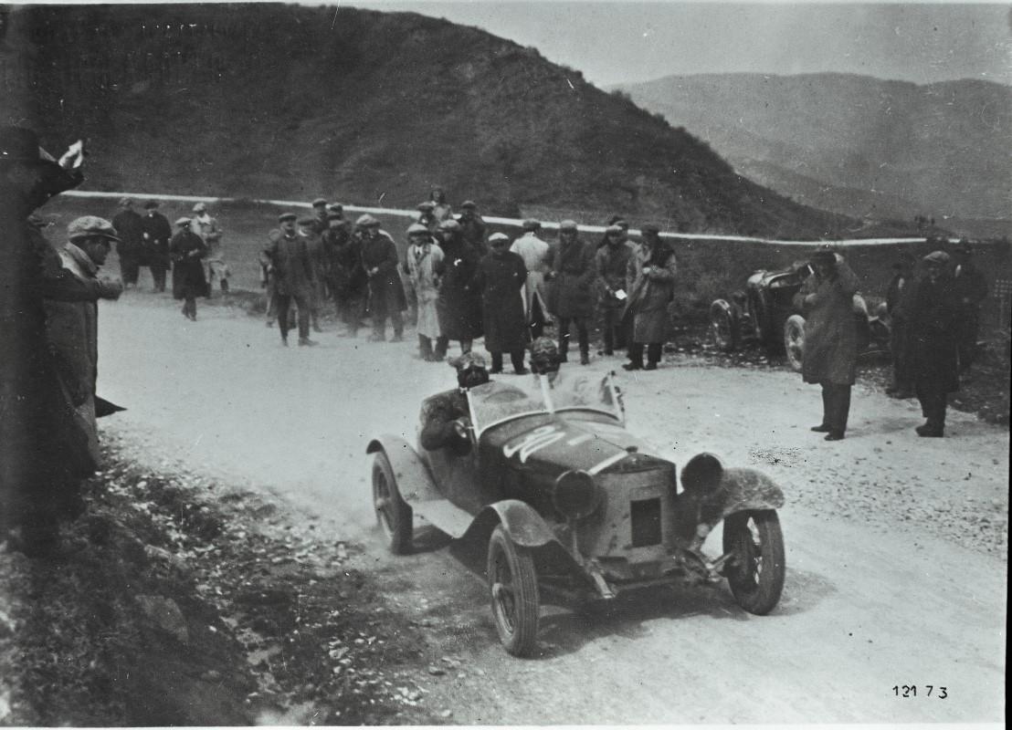 Alfa-Romeo-6C-1500-Super-Sport-at-the-1928-Mille-Miglia