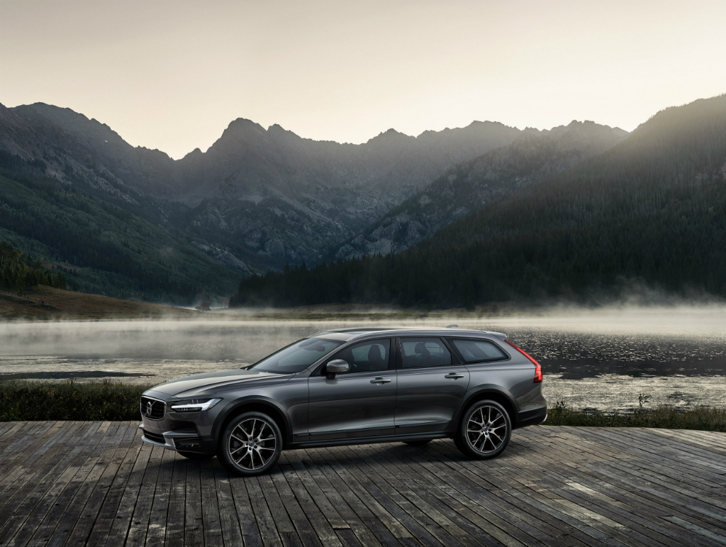 Volvo_V90_Cross Country_2018_02