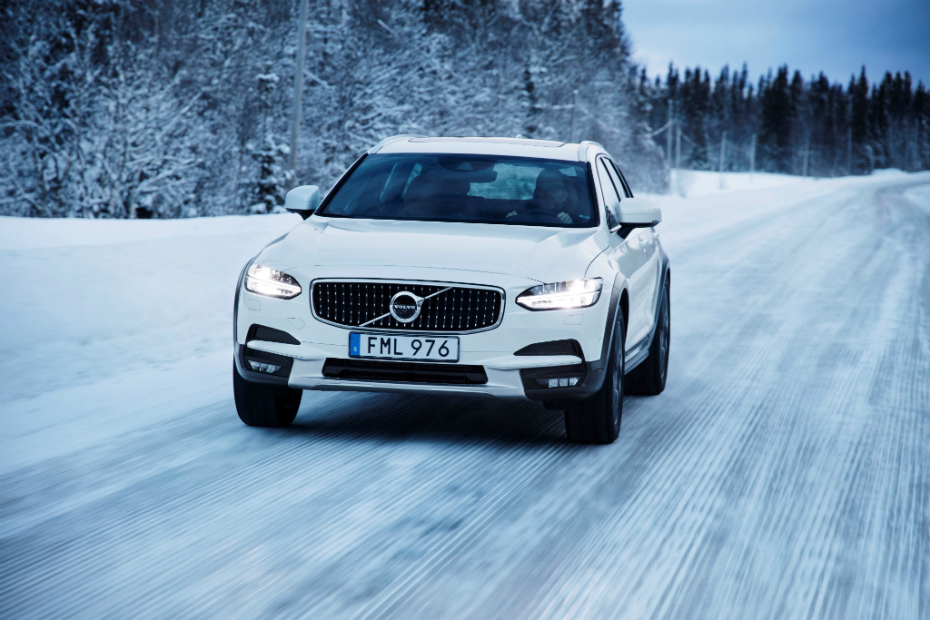 Volvo_V90_Cross Country_2018_09