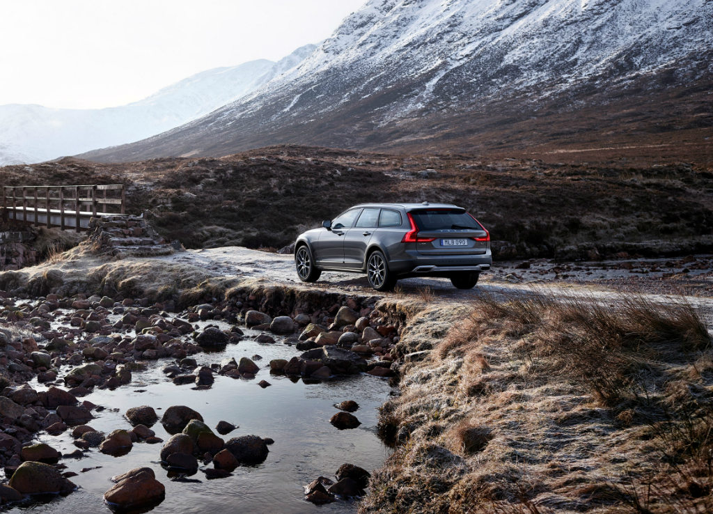 Volvo_V90_Cross Country_2018_11