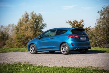 2018_ford_fiesta_st_ecoboost_test_18