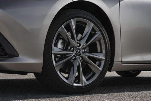 2019_lexus_es_300h_sedan_test_05