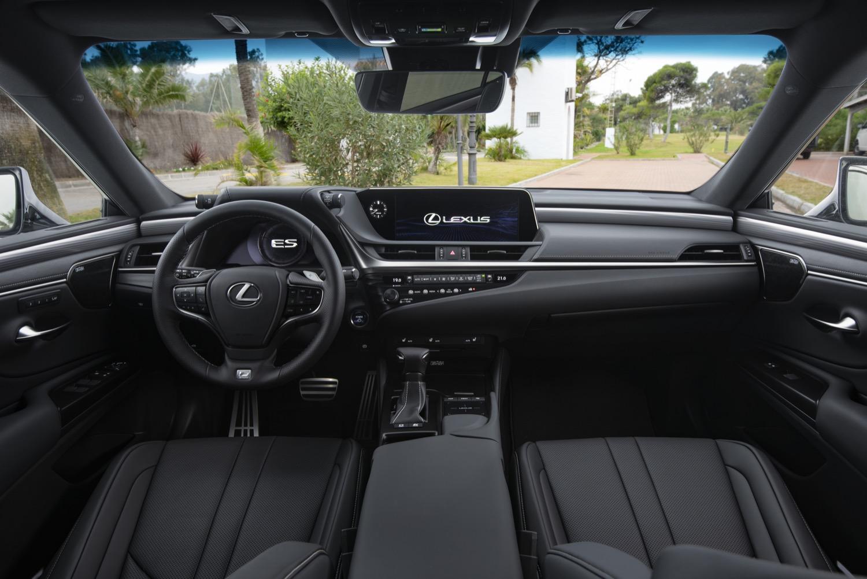 2019_lexus_es_300h_sedan_test_10