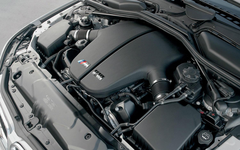 BMW-E60-M5_engine