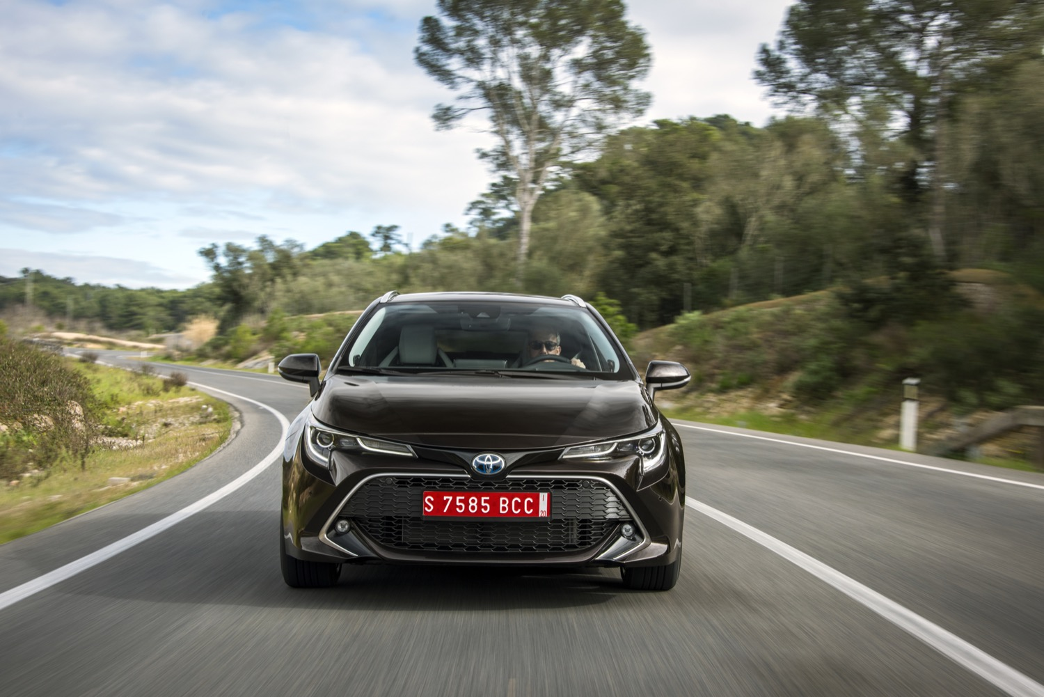 2019_toyota_corolla_hybrid_touring_sports_test_17