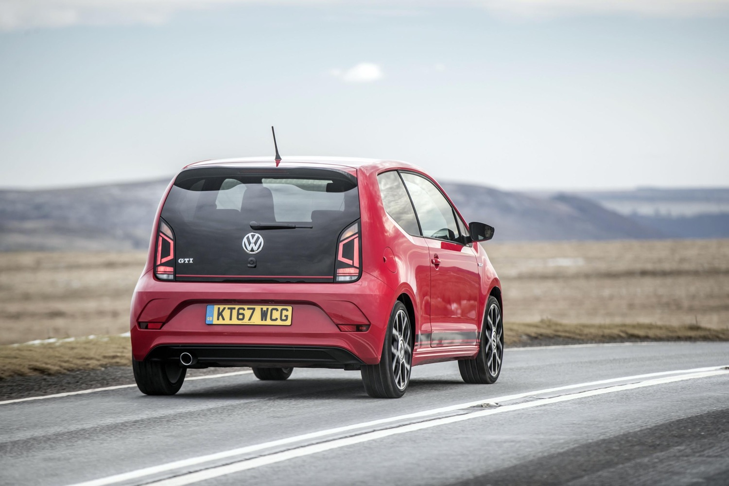 2019_volkswagen_up_gti_18