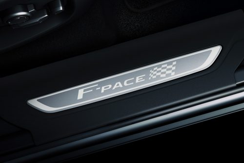 Jag_F-PACE_20MY_Chequered_Flag_Detail_190319_016_DX