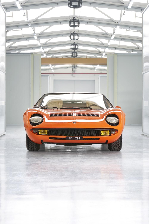 1969_lamborghini_miura_p400_orange_the_italian_job_05