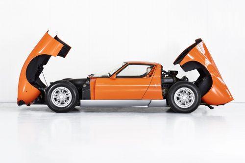 1969_lamborghini_miura_p400_orange_the_italian_job_06