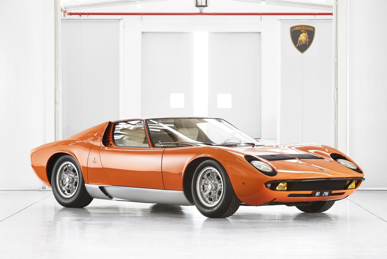 1969_lamborghini_miura_p400_orange_the_italian_job_09