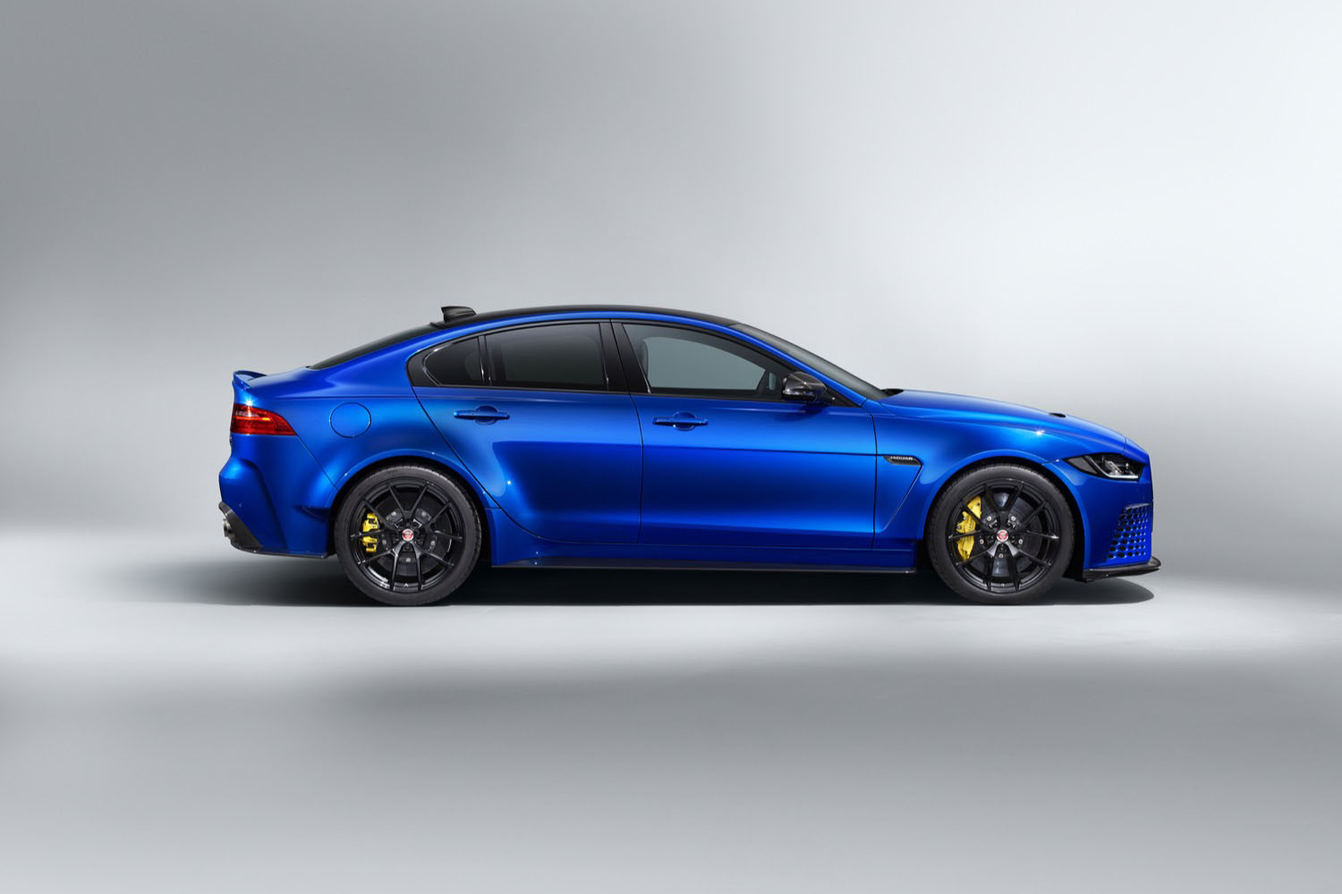 2019_jaguar_project8_touring_spec_02