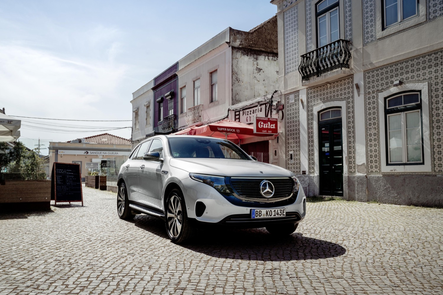2019_mercedes_eqc_400_4matic_suv_electric_03
