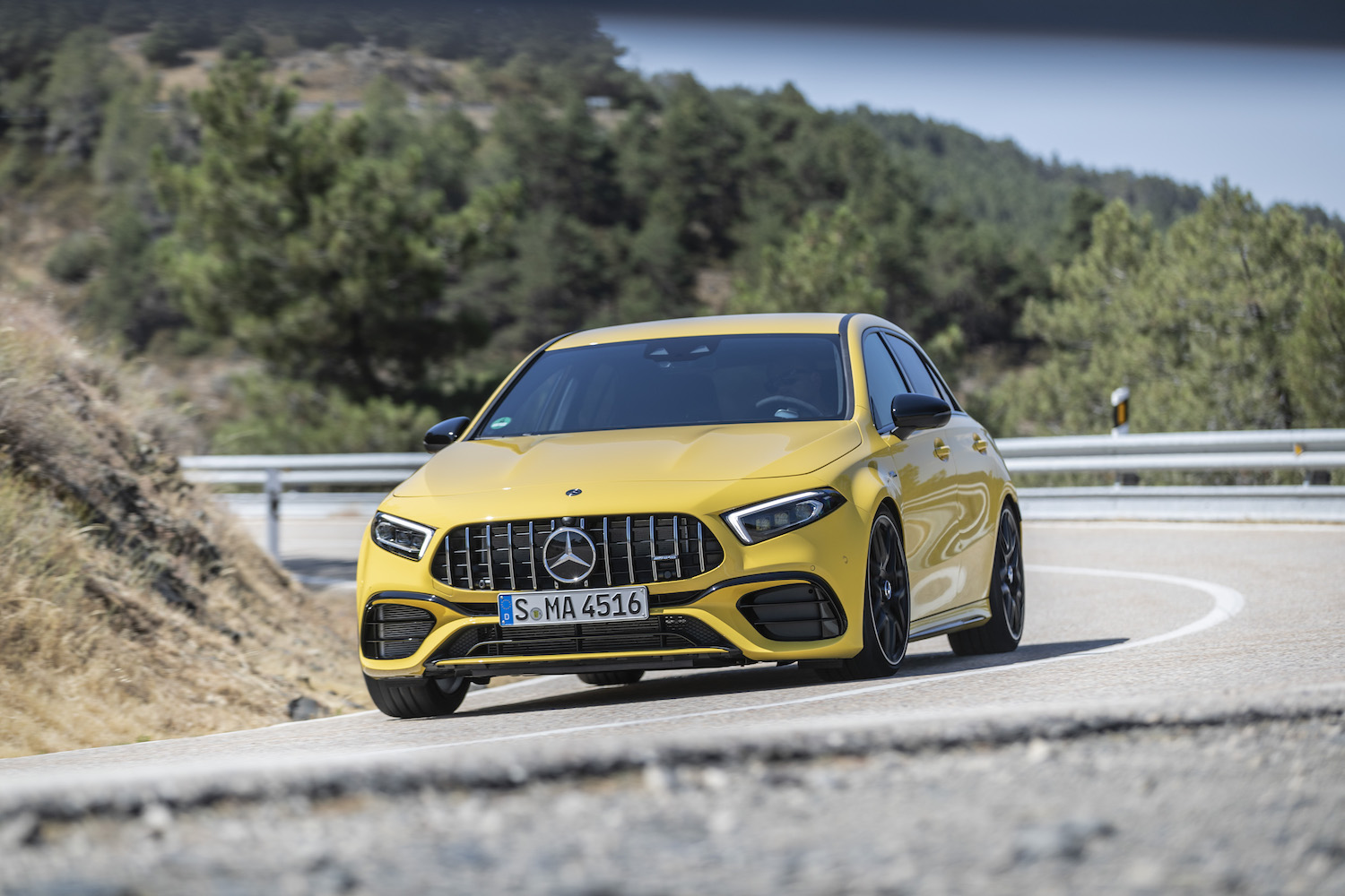 2019_mercedes_amg_a_45_s_test_13