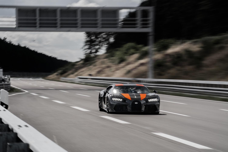 2019_bugatti_chiron_worldrecord_300_mph_03