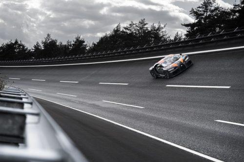 2019_bugatti_chiron_worldrecord_300_mph_04