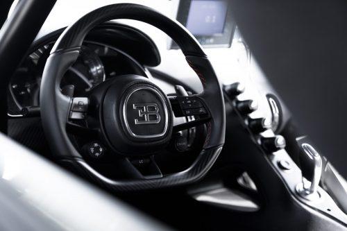 2019_bugatti_chiron_worldrecord_300_mph_11