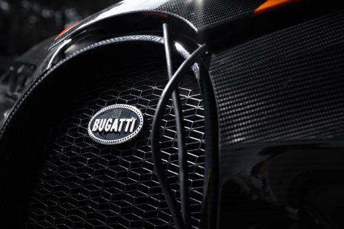 2019_bugatti_chiron_worldrecord_300_mph_15