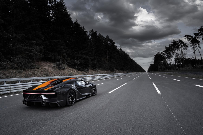 2019_bugatti_chiron_worldrecord_300_mph_16