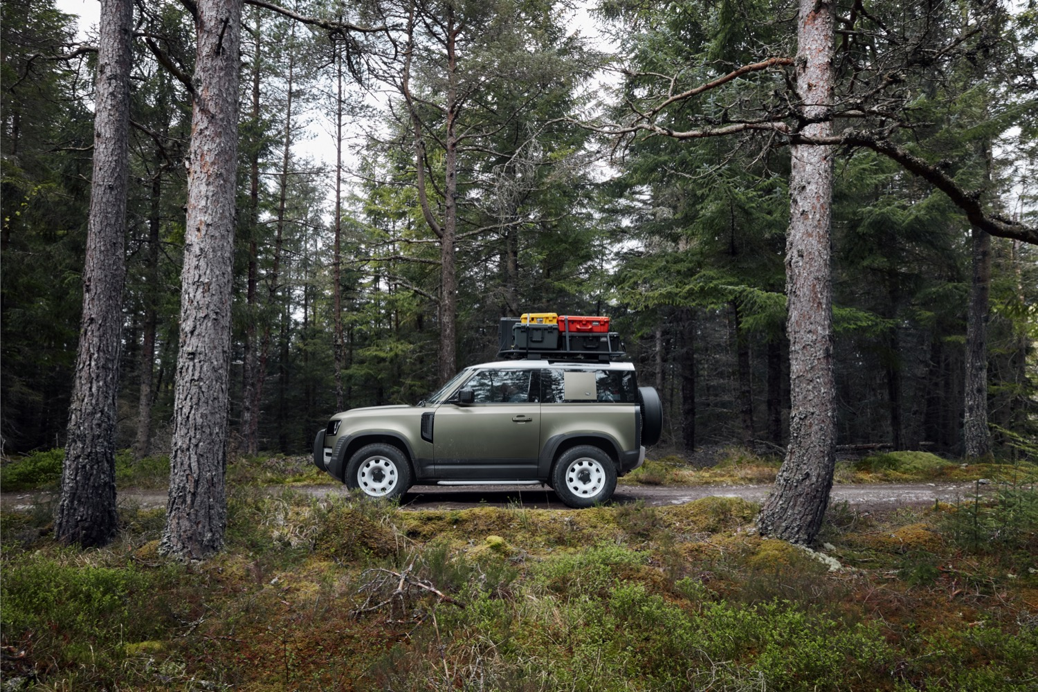 2020_land_rover_defender_l663_official_01