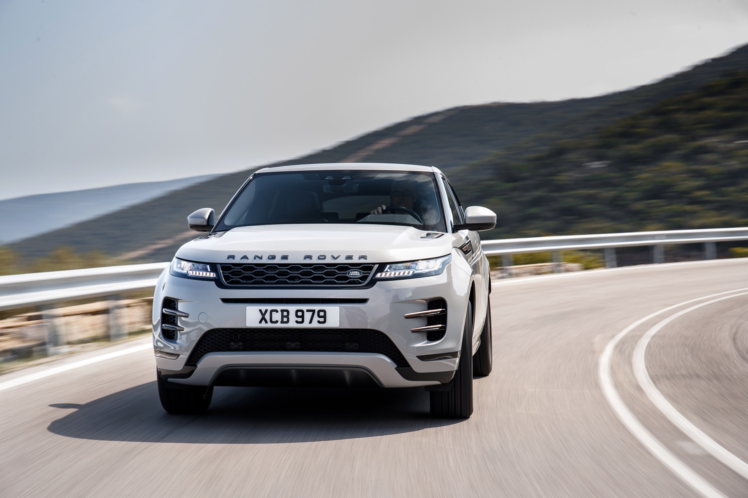 2020_land_rover_evoque_hybrid_test_07